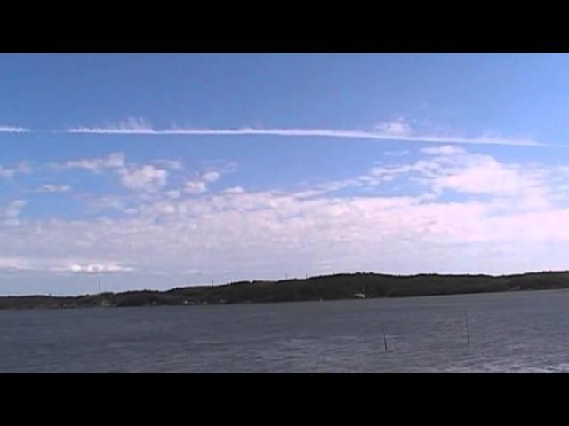 長い長い一直線の雲(ケムトレイル?)を別角度から撮ってみた