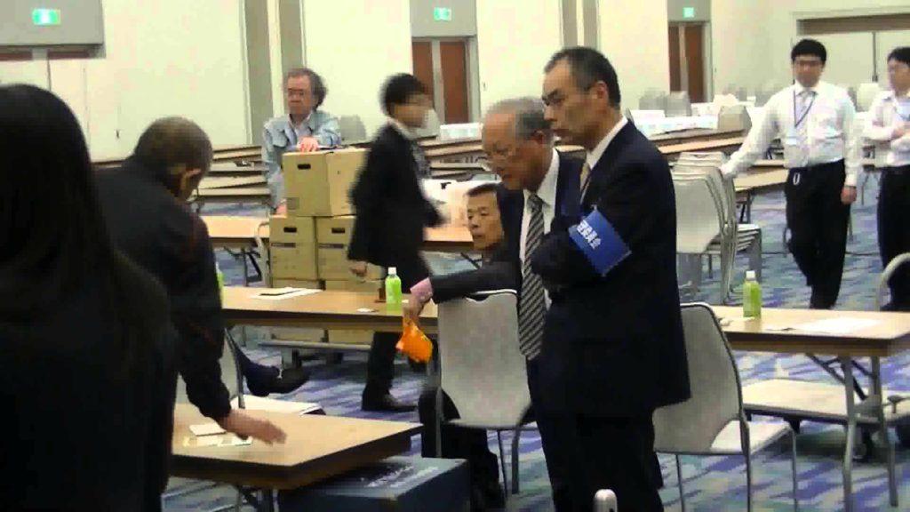 不正選挙の犯行後!増えた投票用紙の怪!票積んでチェック中 2015年徳島県議会選挙