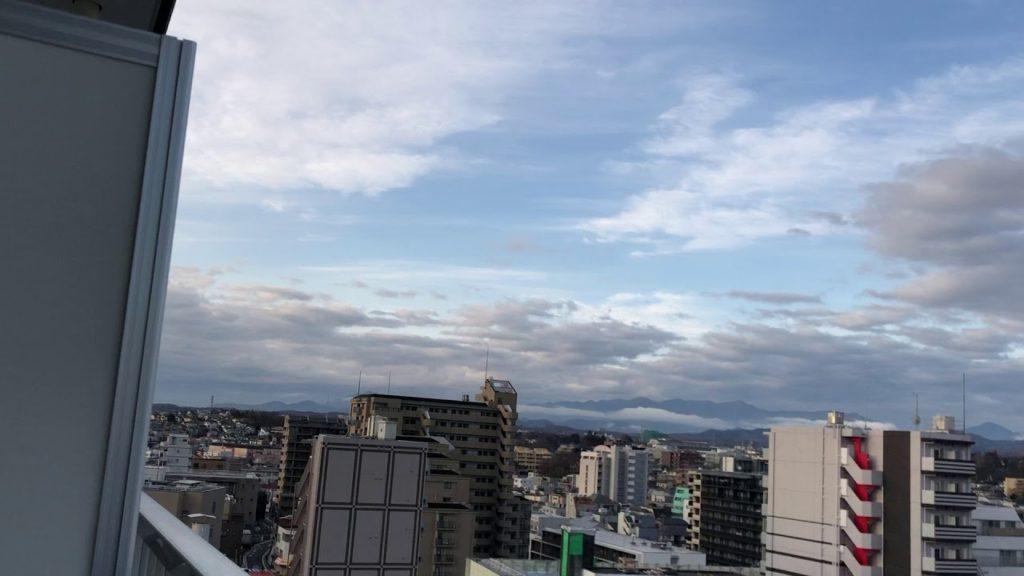 ケムトレイルは晴れた空を1〜2時間でかき回します