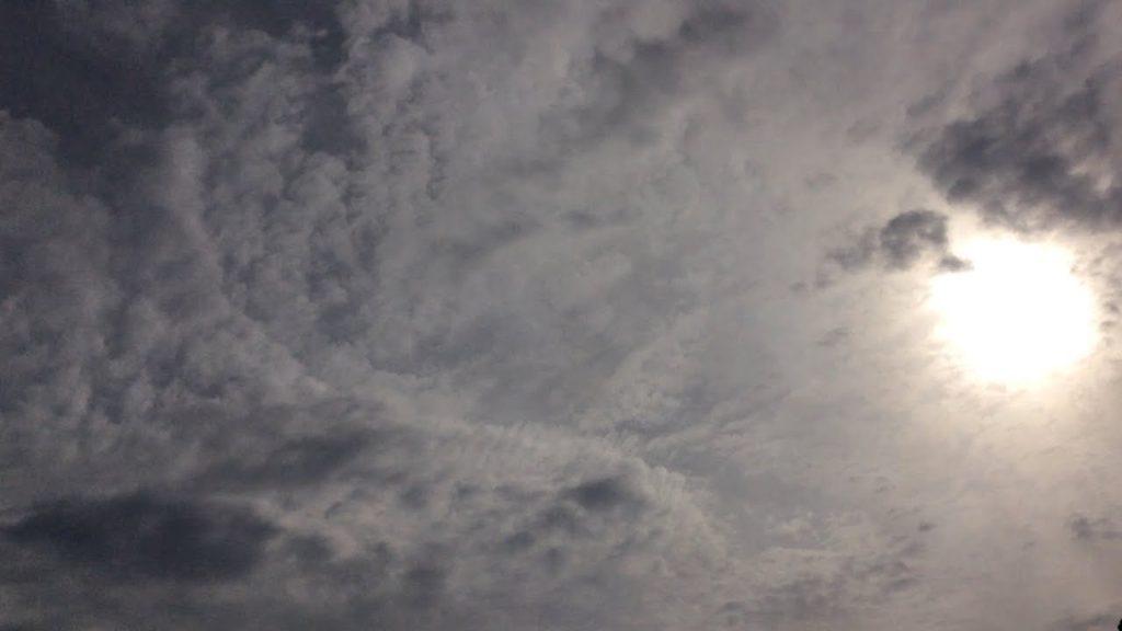 ケムトレイルの空