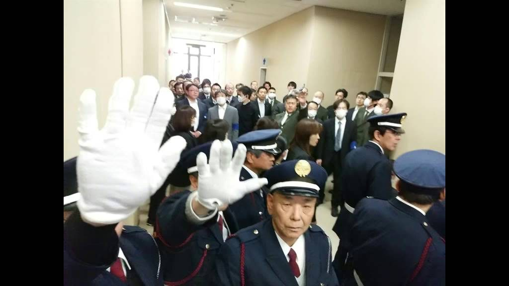 不正選挙裁判 20150520 午後の部前 警備サイド状況 4F廊下