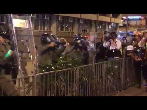 【香港デモ】警官隊銃撃の瞬間