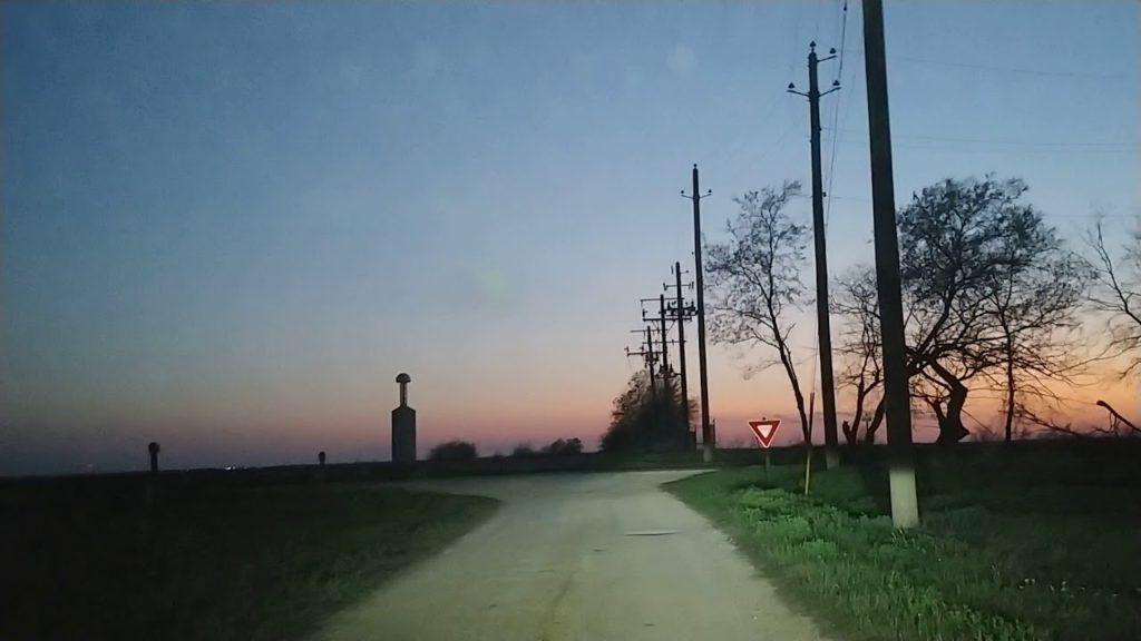 新しい時代の夜明け   Tesla    Tower  in  Texas