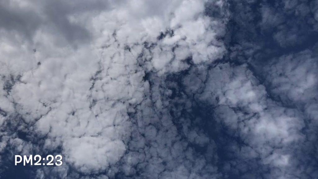 9月25日の空    今日は沢山のケムトレイル機が飛びました。散布をオフ、オンにしたり自由自在です。特定できないケム機もありました。薄く撒いています。