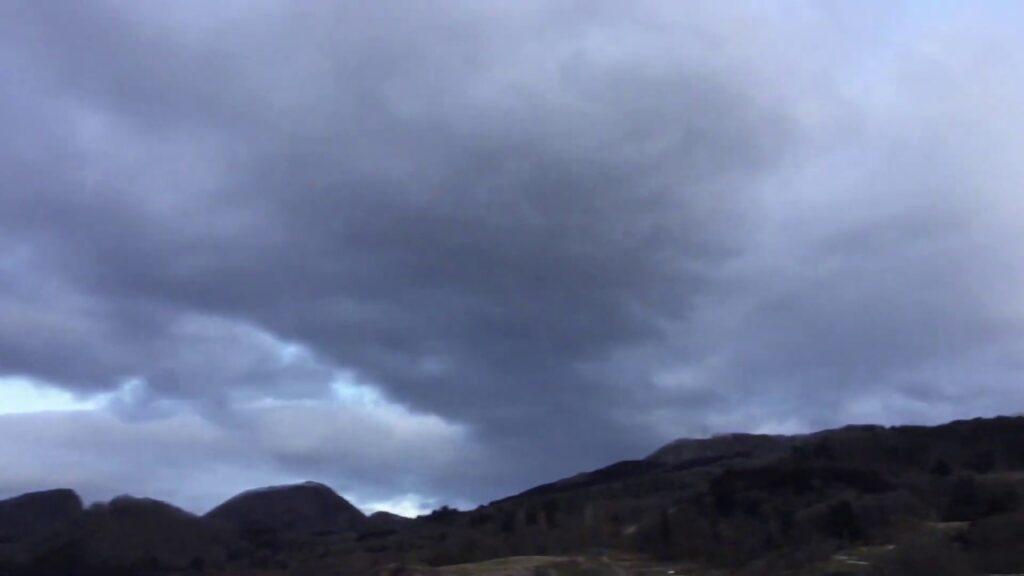 ★異様な雲&異様なウイルス★ケムトレイルと青灰色の人工雲〔予告編:新型コロナ感染症の臨床像の分析からその特殊性が明らかになりました〕